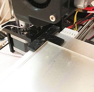 耐熱ガラス固定部品(左奥)